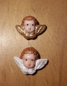 Putto, goldener Flügel, 2cm x 2,5cm