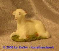 Lamm auf Gras mit Glasaugen; ca. 4cm