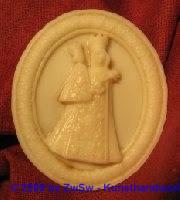 Medaillion: Altöttinger Madonna, ca. 6,8cm x 5,7cm