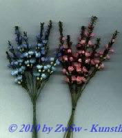 Erikablüte mit Laub, hellblau