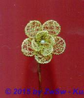 doppelte Bouillonblüte in gold mit Perle, 3cm