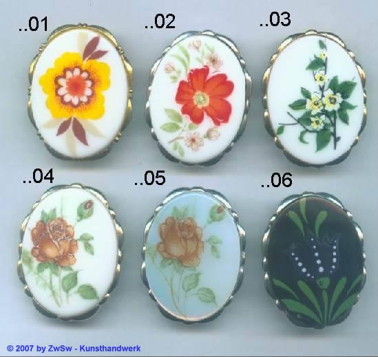 1 Brosche mit Blumenmotiv