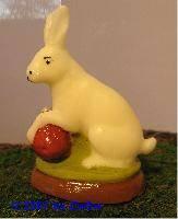 Osterhase in weiß, Ei rot,  6,5cm hoch