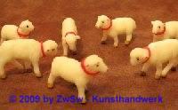 kleines Lamm aufrecht; ca. 1,5cm x 2,5cm
