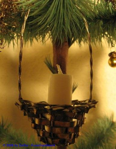 Metallkörbchen mit Kerze