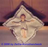Wachsjesulein im Moseskorb; Glasaugen; ca. 12cm