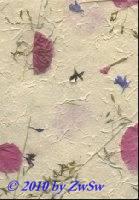 Handgefertigtes Papier mit Gräsern und Blüten