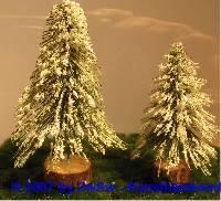 beschneiter Tannenbaum klein