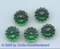 1 Strassstein in Form einer Blüte (smaragd), Ø 13mm