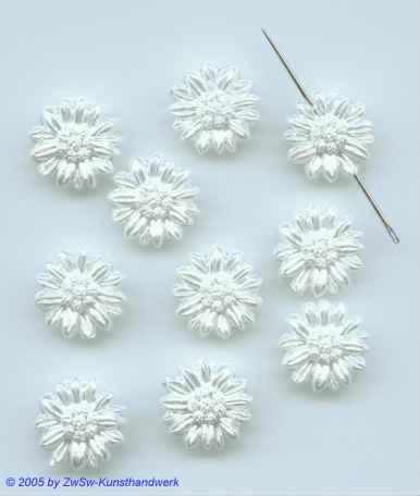 10 Blumen in weiß aus Acryl zum aufnähen, Ø 14mm